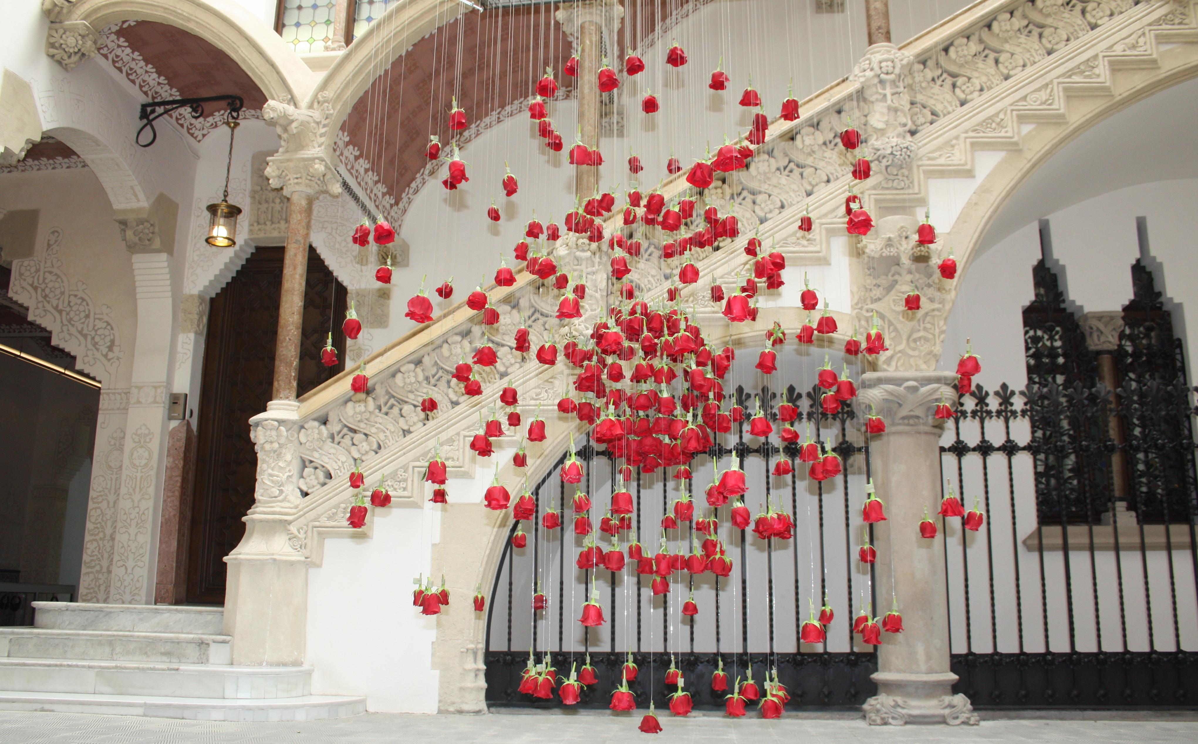 Instalación en el Palau Macaya por De Buena Planta. Sant Jordi 2018.